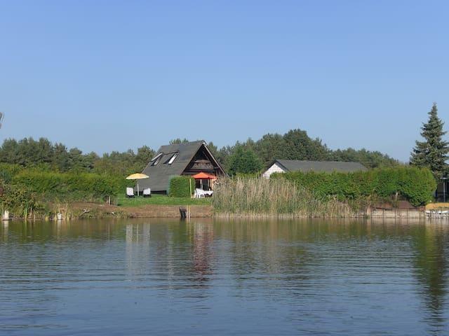 Traumhaftes Ferienhaus direkt am Beetzsee - Brandenburg an der Havel - Bungalow