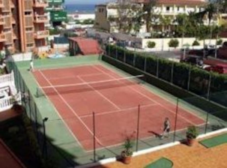 cancha de tenis de pago 4€ sin derecho a raquetas