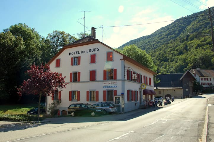 Hotel de l'Ours - Vuiteboeuf, near Yverdon - Vuiteboeuf - Bed & Breakfast