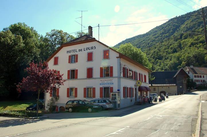 Hotel de l'Ours - Vuiteboeuf, near Yverdon - Vuiteboeuf - Oda + Kahvaltı