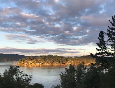 CASA ESTILO SUIZA con vista al Lago Vichuquén