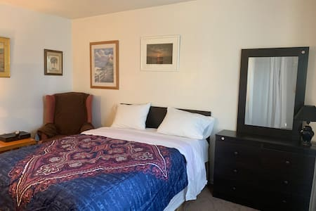 Perfect Location Stay, Private Bedroom 1