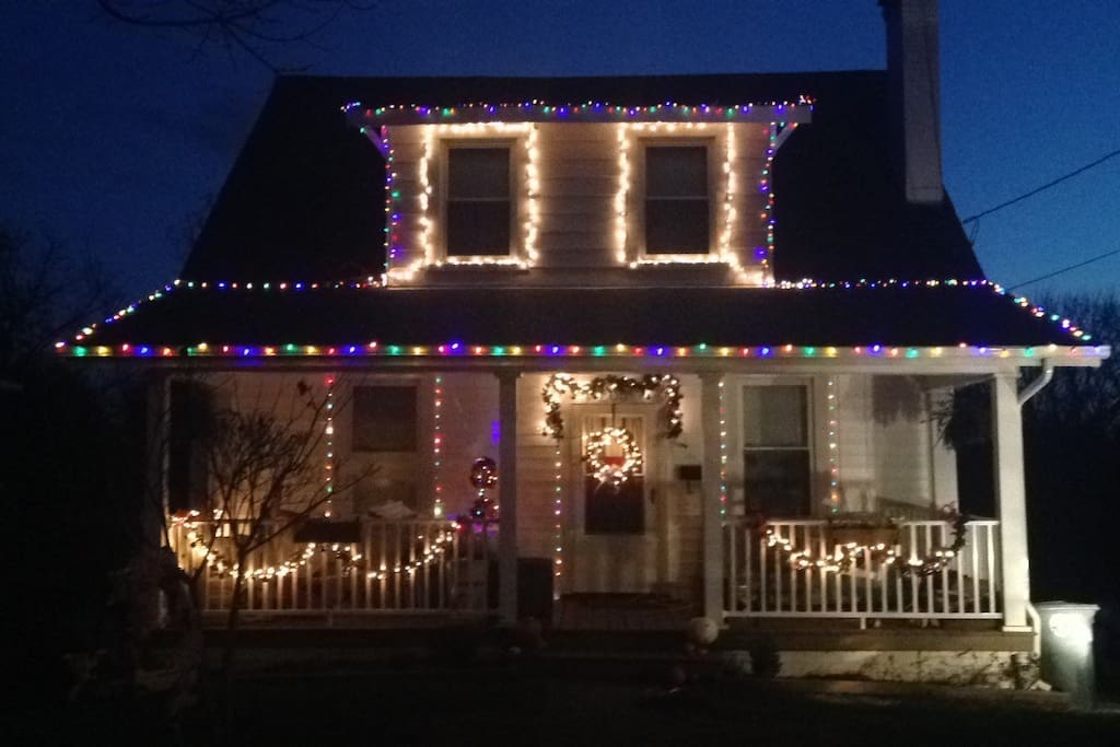 Outside of house lit up for Christmas !