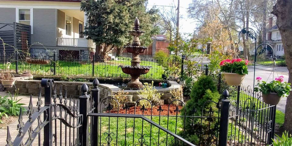Carriage House by the Fountain, South Hill