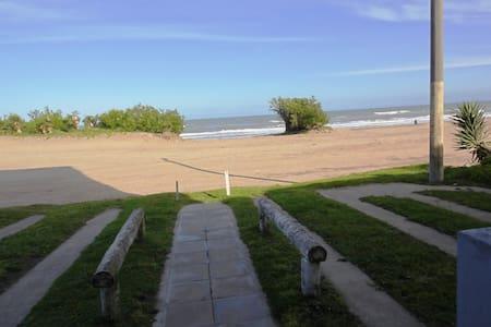 EN playa y centrico p/4 xdía $1000, sem $5000 - Villa Gesell - อพาร์ทเมนท์