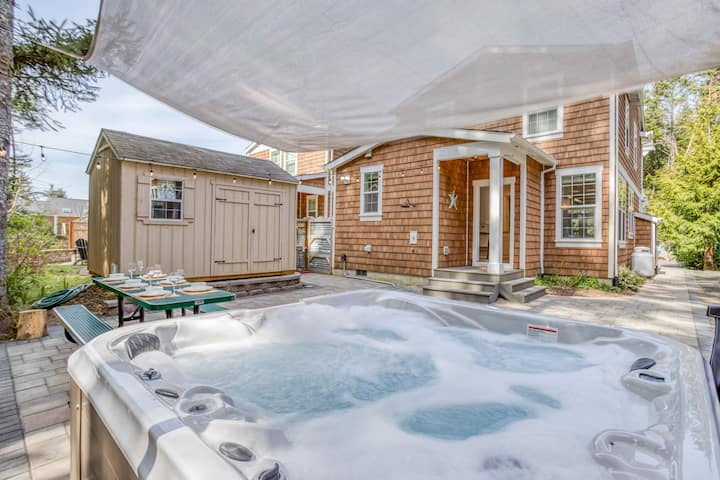 Hot Tub, King Suite and Bunks for Six Make This Luxury Rockaway Home Special!