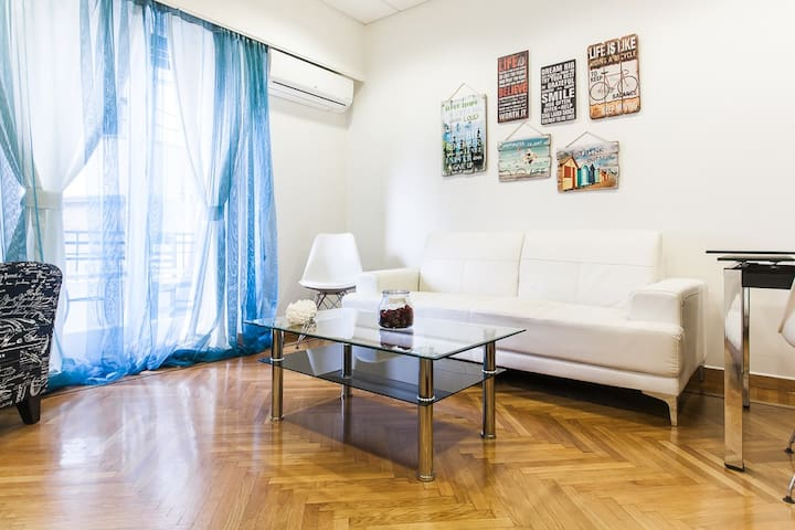 Amazing 4BDR Spacious full Apt in Plaka.