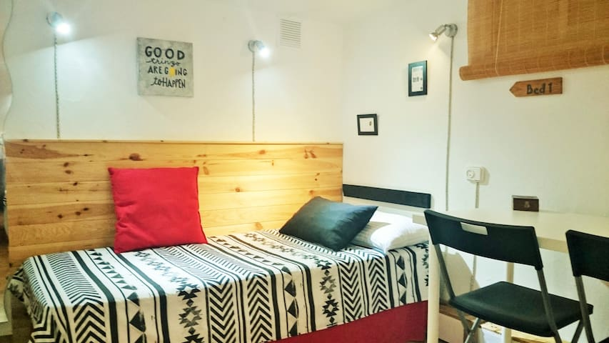 Comfortable bed 1 Bedroom Sur