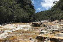 Paraíso Perdido.  Um complexo de cachoeiras com 8 quedas e 18 piscinas naturais e infra-estrutura de camping e quiosques para churrasco. Fica a 30min da casinha.