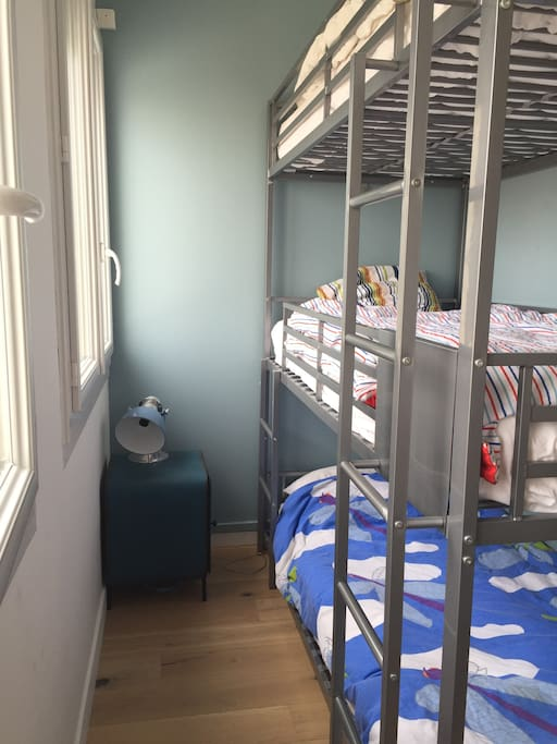 Chambre 2 avec 3 lits superposés