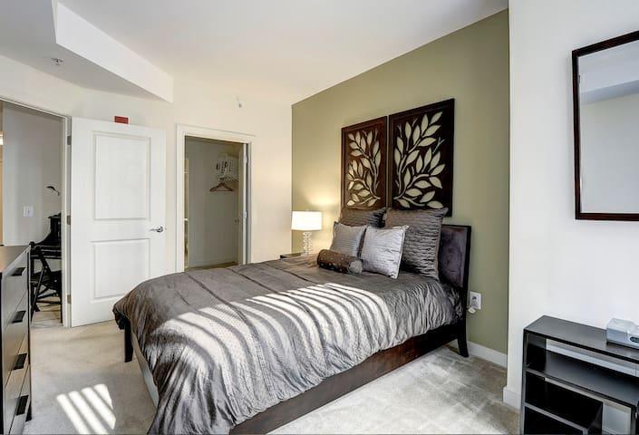 Luxury 1BR Entire Apartment by Rosslyn Metro - Arlington - Apartamento