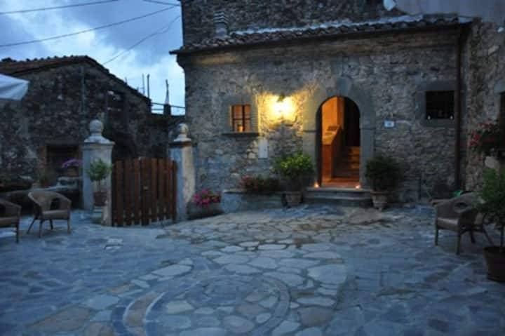 Charm B&B near CINQUE TERRE Tuscany delicious food