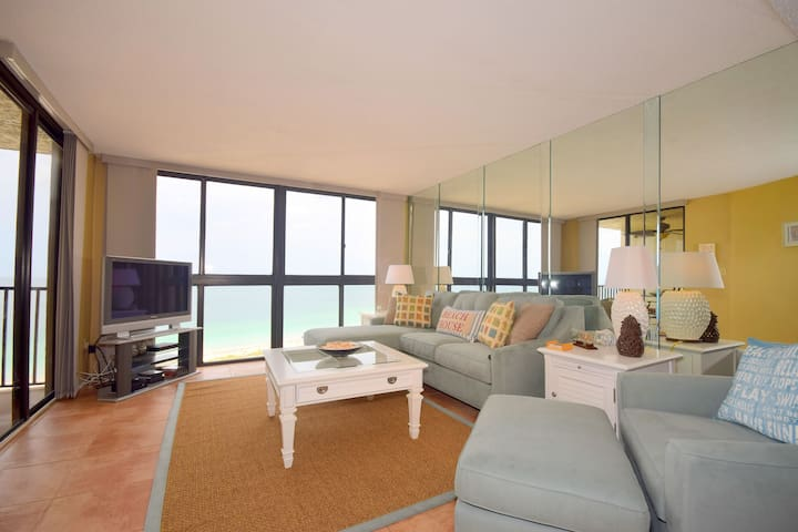 Beautiful Gulf Front condo in Paradise
