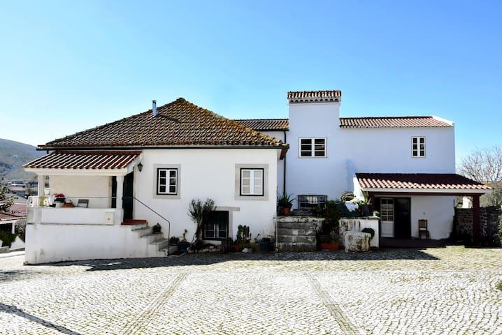 Casas do Adro Tápeus , Sicó - Soure