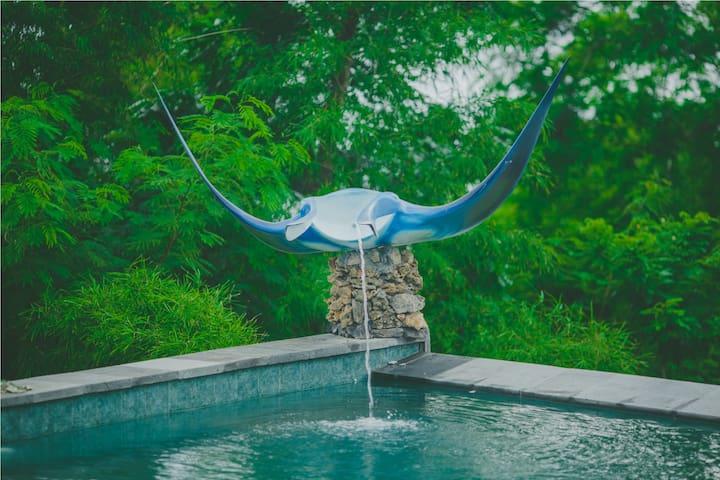 Swimminf Pool, artwork