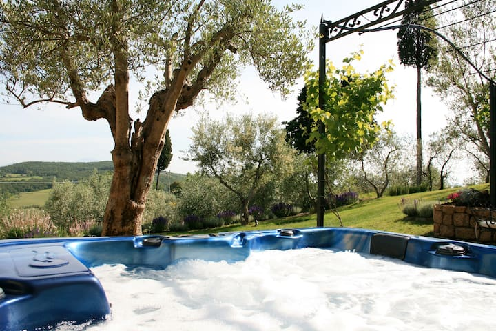 Cottage with panoramic view & outdoor jacuzzi - Castelmuzio