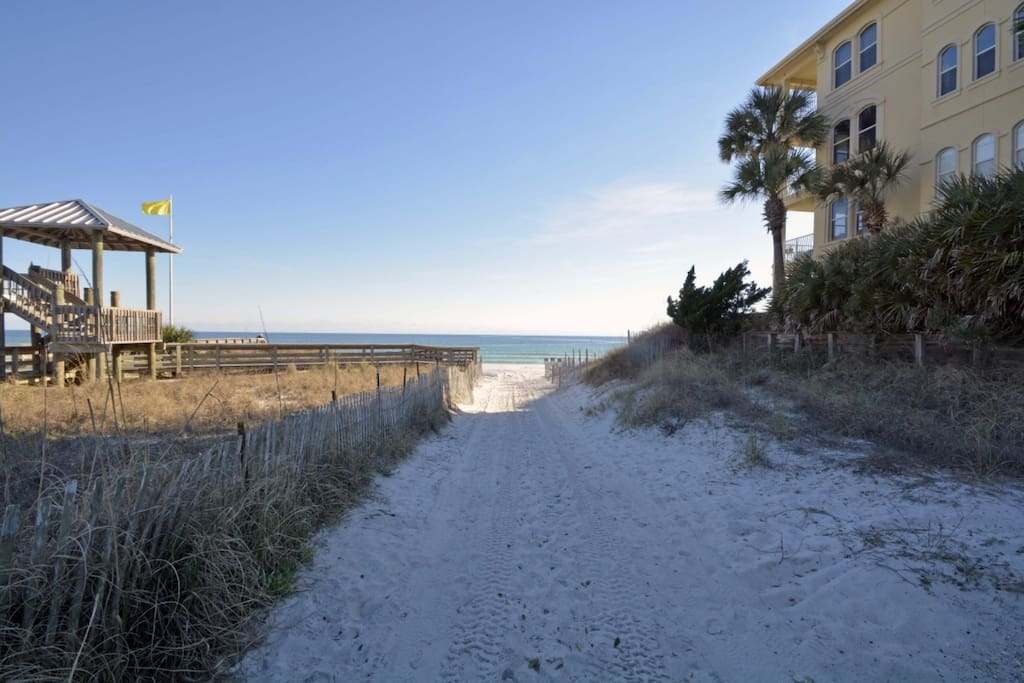 Located just a short distance from beautiful Santa Rosa Beach