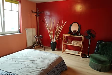 Beautiful room with private bathroom in Waterloo - Waterloo - Casa