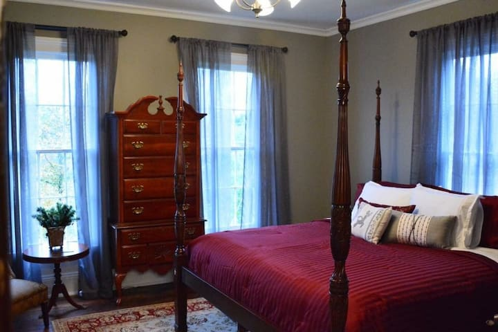 """Ruby Room"" at The Wynne House Inn - Holly Springs"