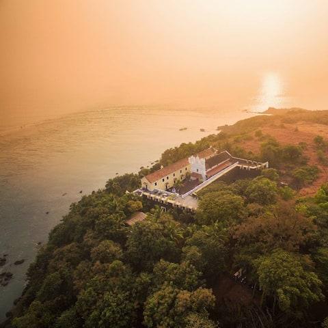 Seaside Luxury: Sea View Room in Fort Tiracol
