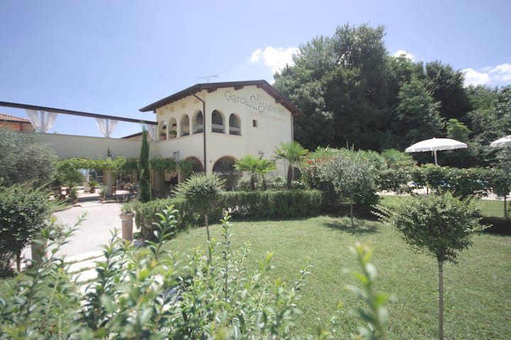 Residence Garda Valtenesi 7 - Pool and lake view