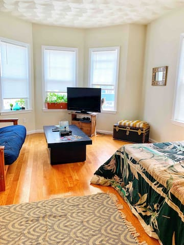 Cozy 1 bedroom, Minutes away from the city!