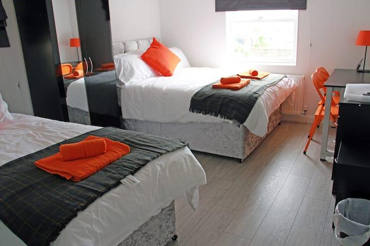 Triple Room in Kilburn 15 Mins To City London 1B3