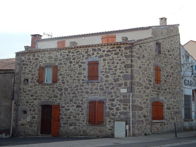 Maison de village, sud du Larzac ! - Le Caylar - Stadswoning
