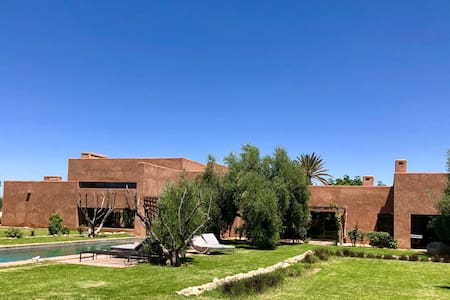 Luxury House in the heart of an olive grove