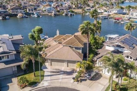 Updated, Modern Home close to Fast Water & Marina