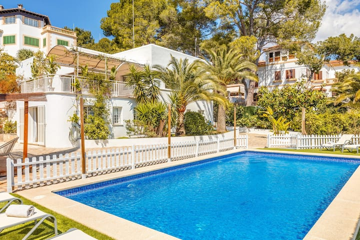 "Stunning Holiday Home ""Villa Bellver"" near Palma center with Wi-Fi, Garden, Pool & Terrace; Parking Available"