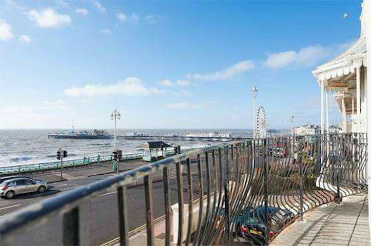Absolute seafront 2BD with views - Brighton - Lägenhet