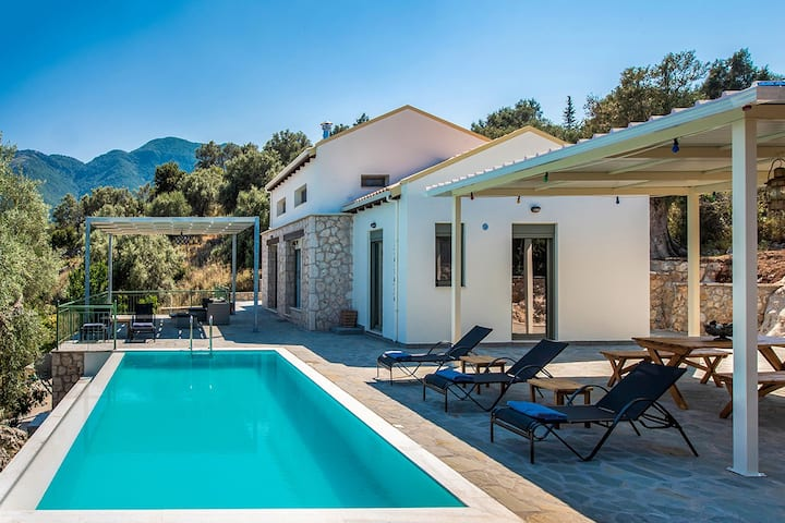 Villa Uncommon Loulou with pool, 2 min to the Sea