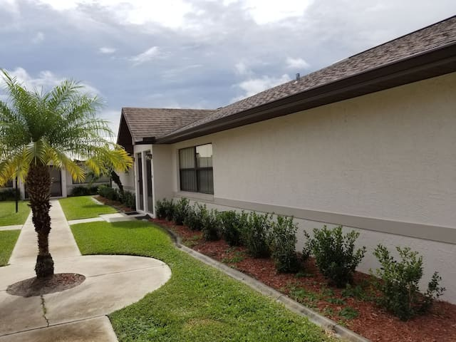 Beautiful Spring Lake golf community condo