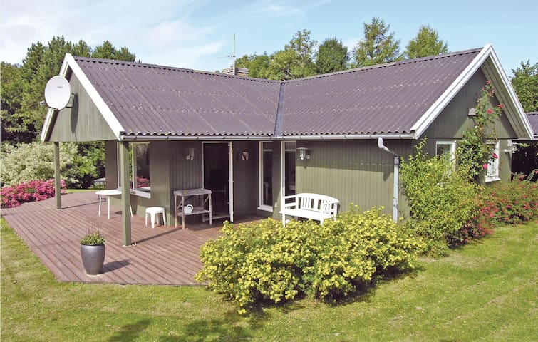 Holiday cottage with 3 bedrooms on 77m² in Svaneke