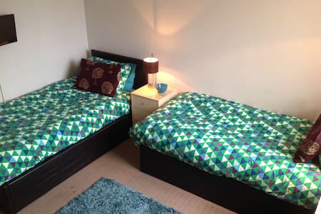 Central southsea TWIN ROOM perfect location - Portsmouth - Ház