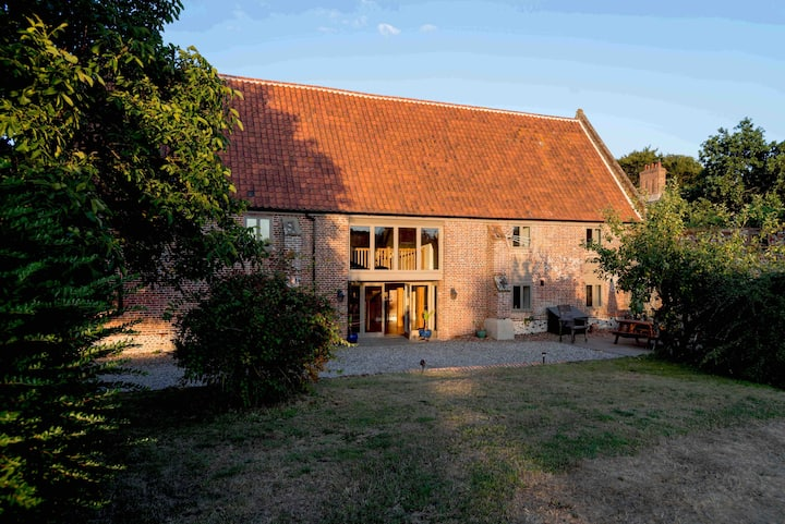 Medieval Swafield Barn Grade II Listed Hot Tub