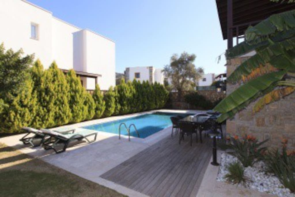 Villanın havuz ve teras