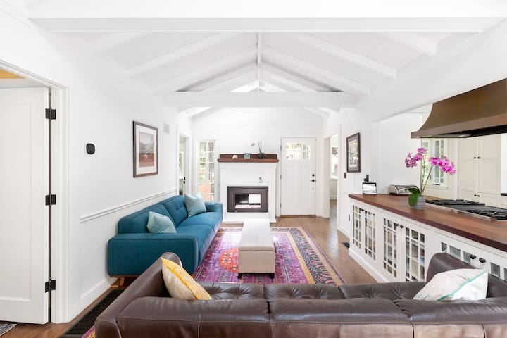 Sunny, downtown family oasis amongst the redwoods