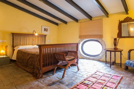 Rustikaler Charme im Dachgeschoss - Vilanova i la Geltrú