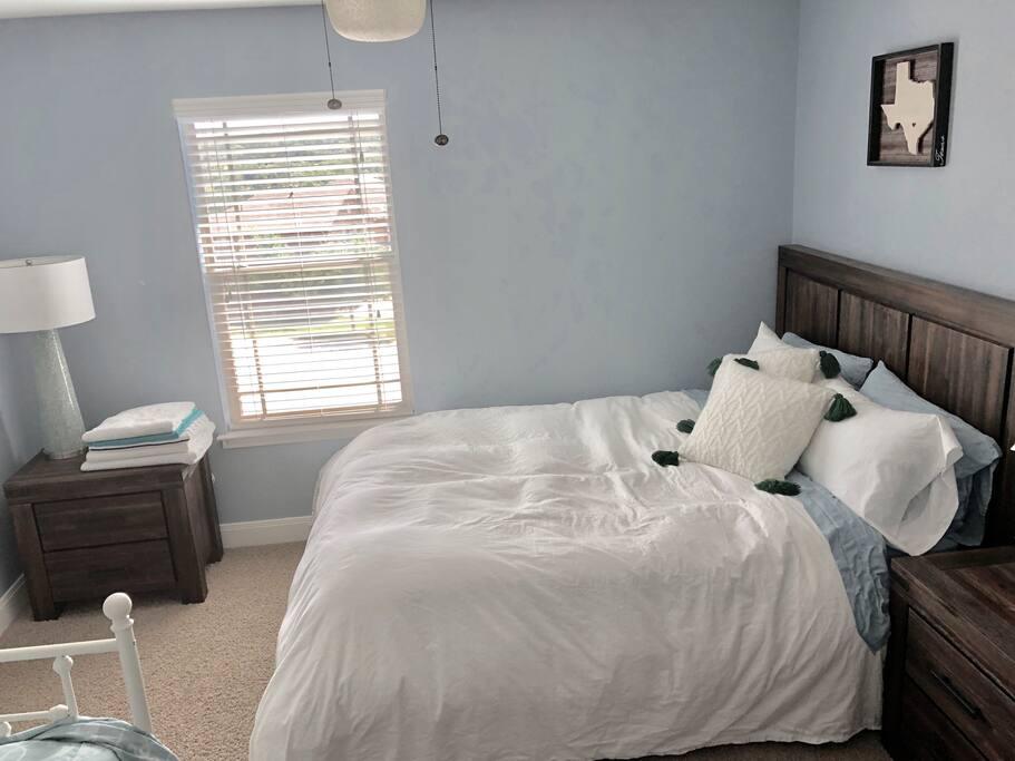 Queen Westin Heavenly Bed Mattress (sleeps 2)