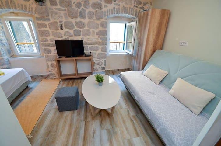 "Stone house studio apartment ""Katurić"" 2"