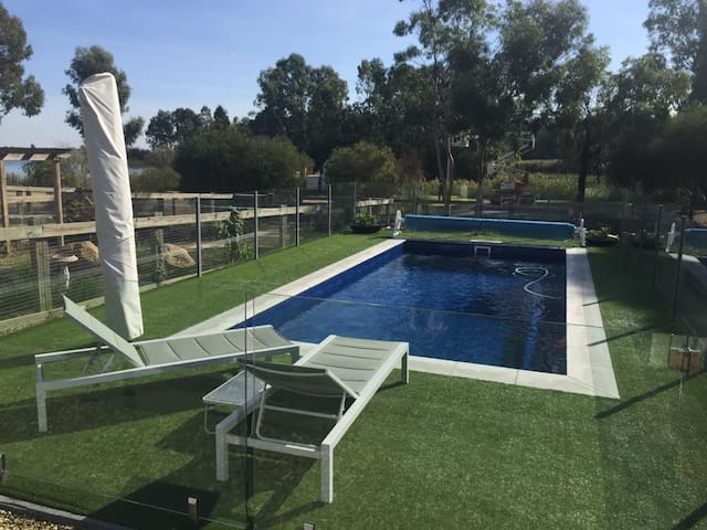 AMAROO Townhouse by the Lake