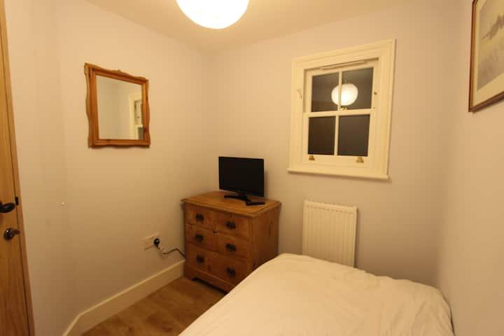 Single bedroom (no. 6) in Kingston-upon-Thames