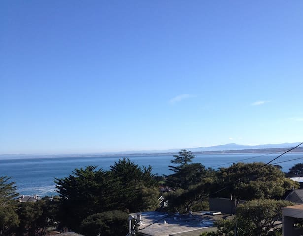 Spectacular ocean views from LIving, Dining & Bed - Pacific Grove - Condominium