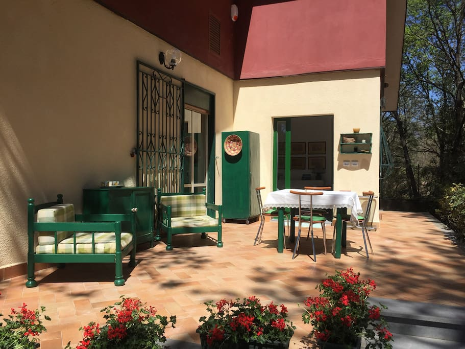 Le sedute nella terrazza (seats in the terrace)