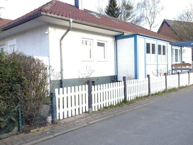 Zentrale, ruhige und helle Wohnung - Wolfsburg - Apartment