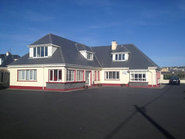 Lahinch Surf Lodge W, 5 bedrooms