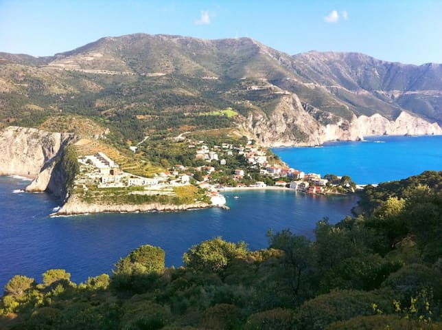 FANTASTIC VIEWS ASSOS