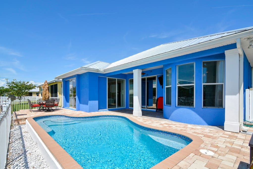 Sit by the pool on a cloudless Florida day!